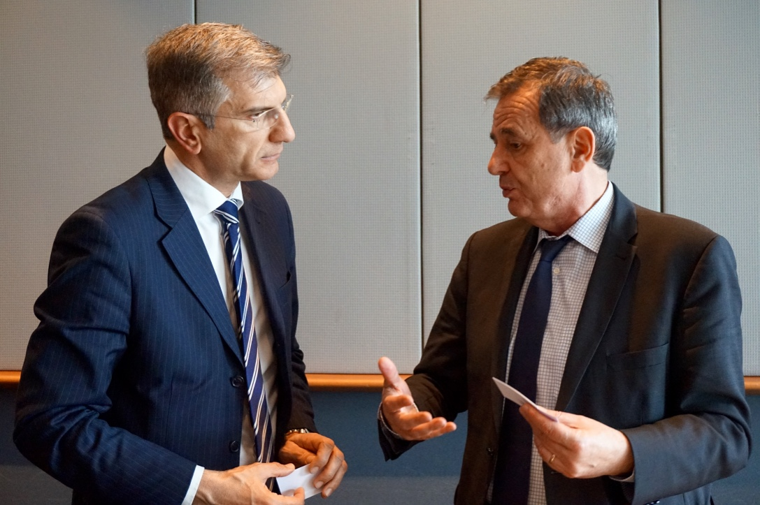 MEP Marinescu talking to a guest
